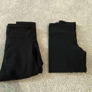 (2) Pair Lululemon Yoga Capri Pants black